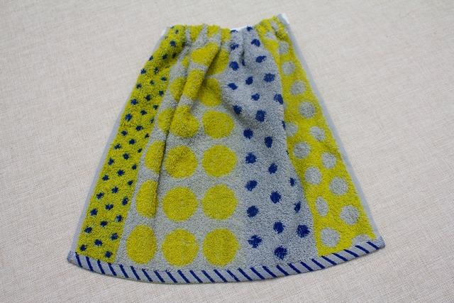 タオルエプロン 黄色と青のドット