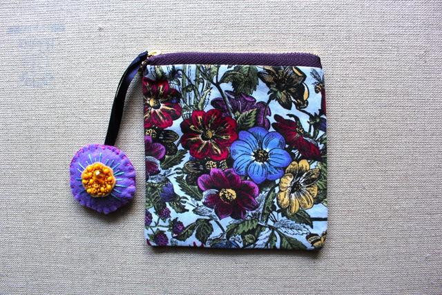 チャーム付き 紫の花畑のコインケース