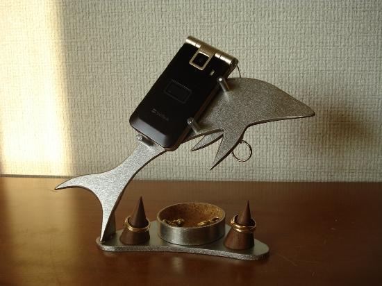 携帯電話 スマホ 丸トレイ&リングスタンド付きドルフィン携帯電話スタンド ★指輪スタンドは固定していません