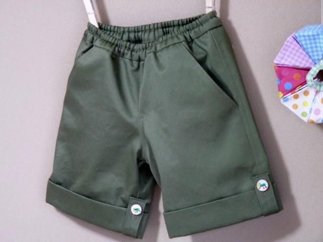 ミリタリーオリーブ色のロールパンツ 100cmサイズ
