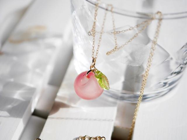 オレンジピンク★りんごのネックレス