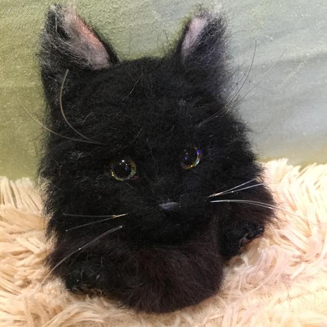 羊毛フェルト黒猫長毛のブローチ