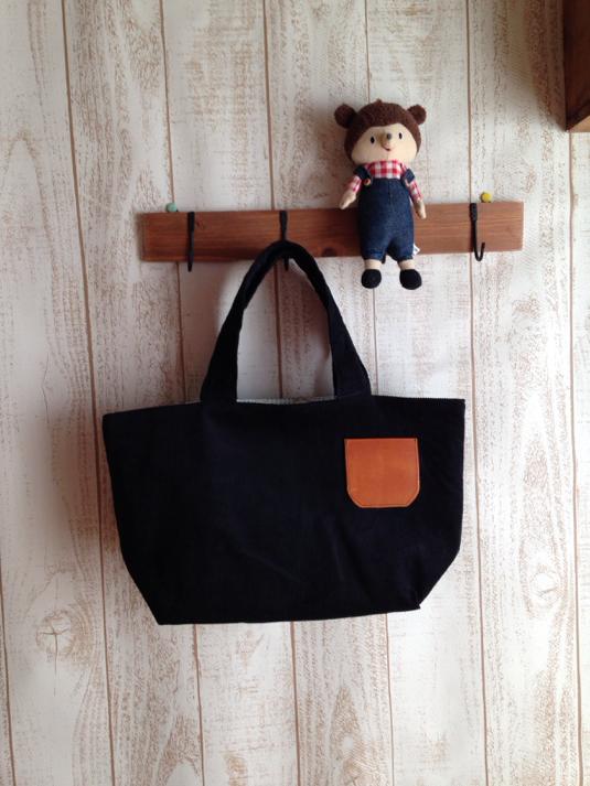 SALE ♪ 黒 コーデュロイ 革ポケットバッグ