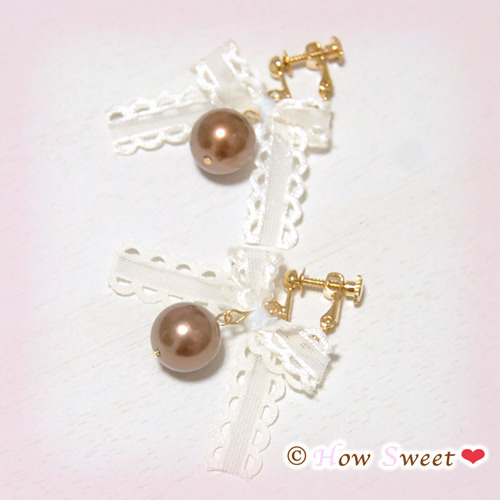 【HowSweet*】レース風リボンとパールの上品可愛いイヤリング