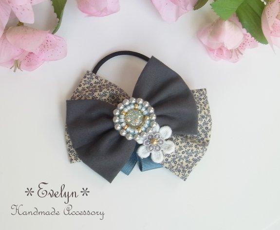 レジンのビーズ刺繍とWリボンのヘアゴム★小花×グレー