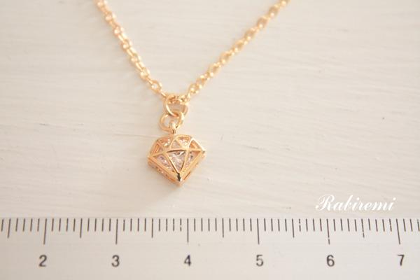 ダイヤモンド型ネックレス