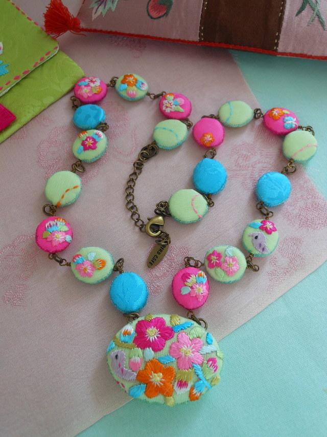 鳥刺繍ネックレス