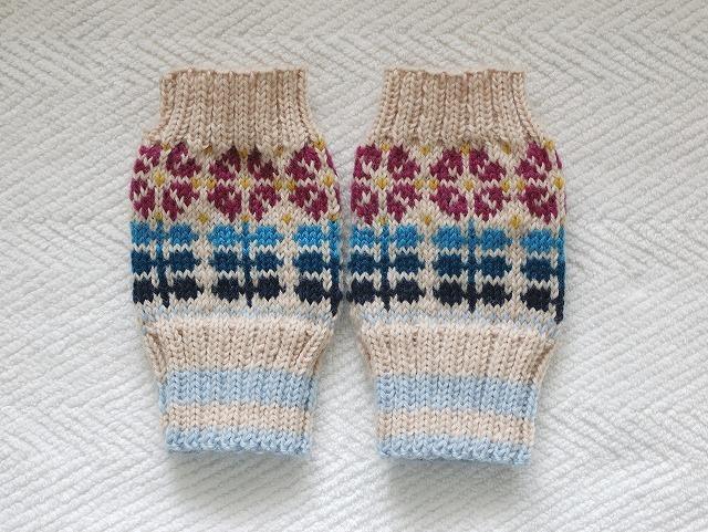 手編みの指なしミトン 【お花並んだ】