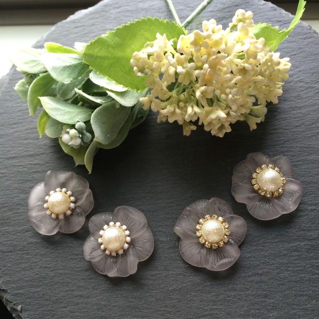 Aグレーの大きなお花のピアス/イヤリング