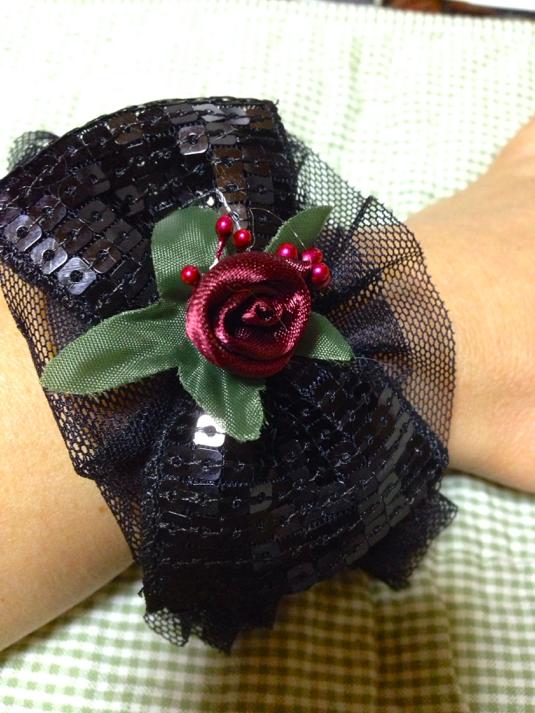 巻薔薇とスパンコールリボンのブレス