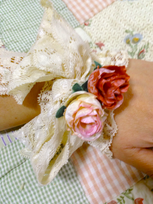 生成色合レースとアンティークカラーな薔薇
