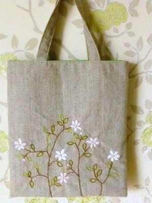 花刺繍のぺたんこバッグ