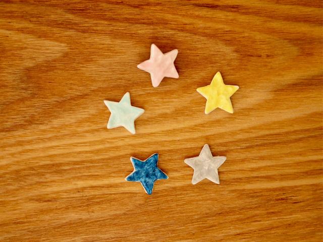 小さな星のブローチ