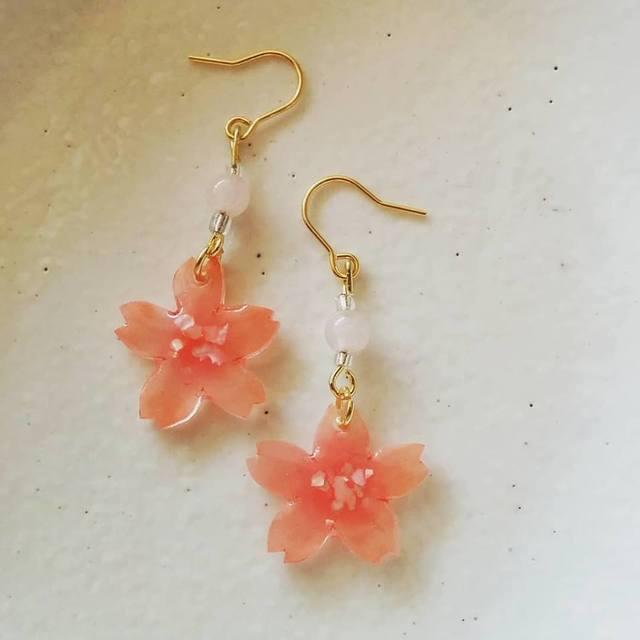 桜プラ板&ローズクオーツの春色ピアス