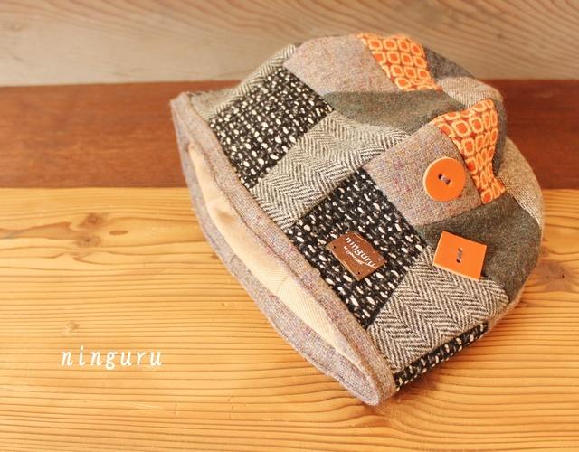モノクロ×オレンジの ベレー帽
