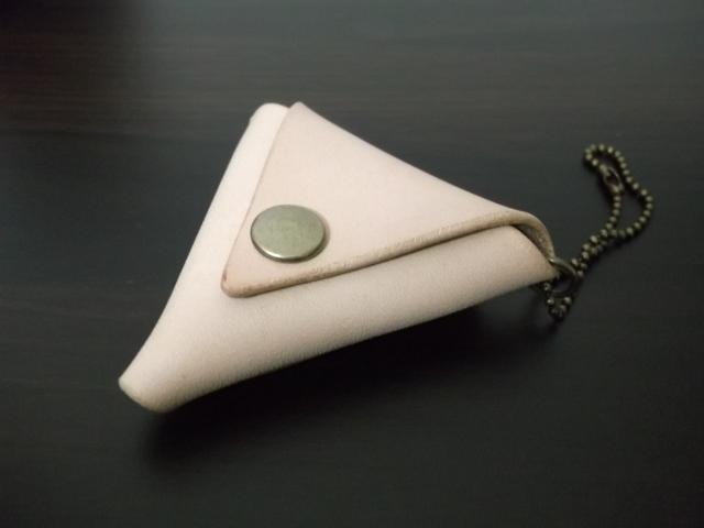 ≪売り切れ≫レザーの三角コインケースミニ(ナチュラル)