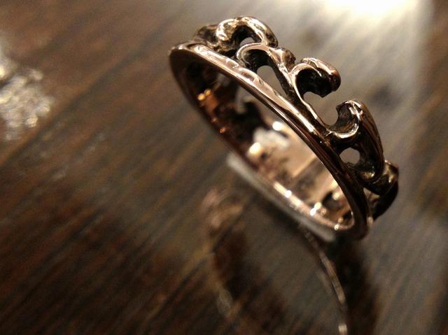 アラベスクの指輪 ティアラ風 ピンクシルバー