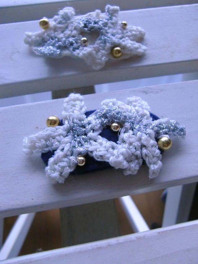 ニットの星のパッチンピン(紺×ホワイト)