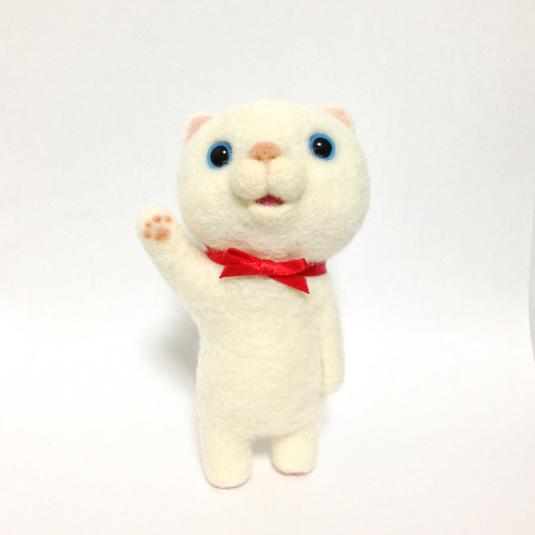 羊毛フェルト*まん丸お顔の白ねこニャー子