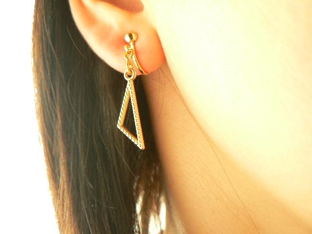 三角形のイヤリング