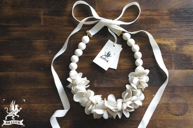 布花ネックレス beige hydrangea & wood