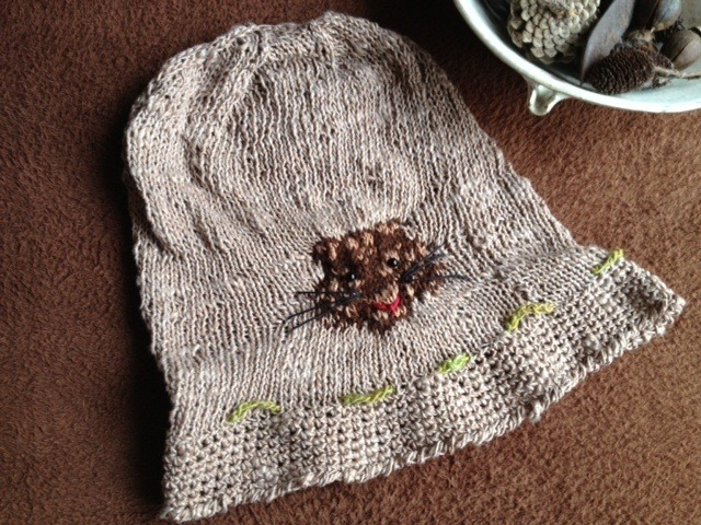 トラちゃんの編み込みのニットの帽子