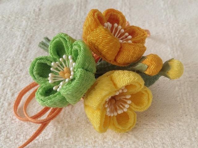 〈つまみ細工〉梅三輪とベルベットリボンの髪飾り(レモン&山吹&若緑)
