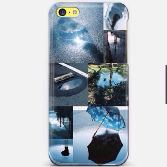 水たまりの空の写真のiPhoneケース