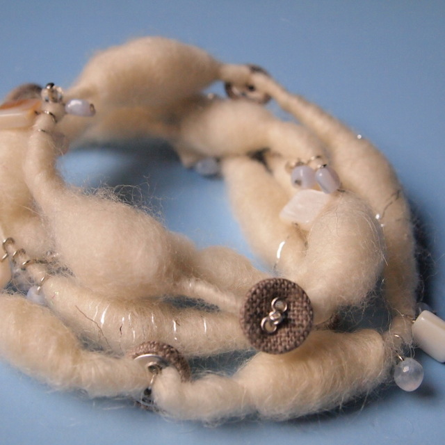 Wool and button necklace