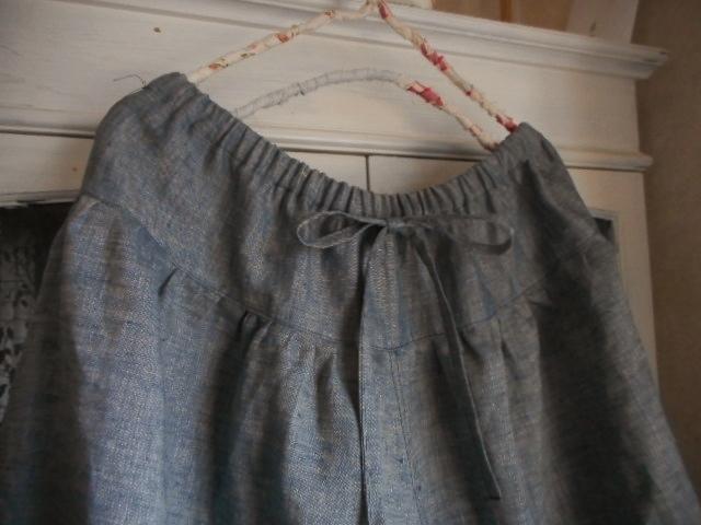 リネンダンガリー・濃紺色のスカート風キュロットパンツ