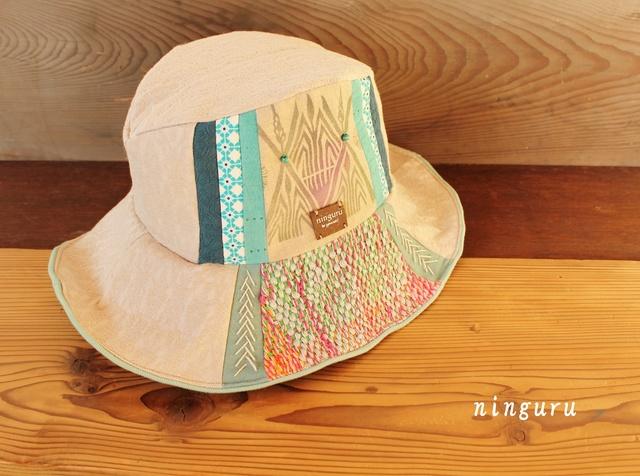 春の訪れを告げる 雪解けの中折れ帽子