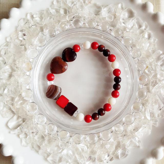チョコレートカラーの天然石ブレス 赤とチョコレート【送料82円〜】