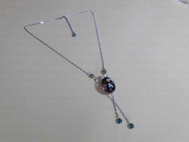 とんぼ玉と水晶のネックレス