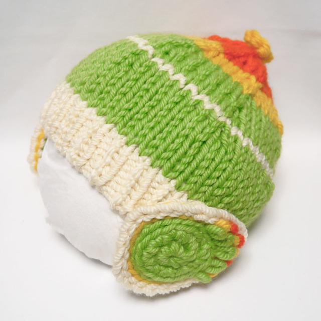 インコ色のニット帽