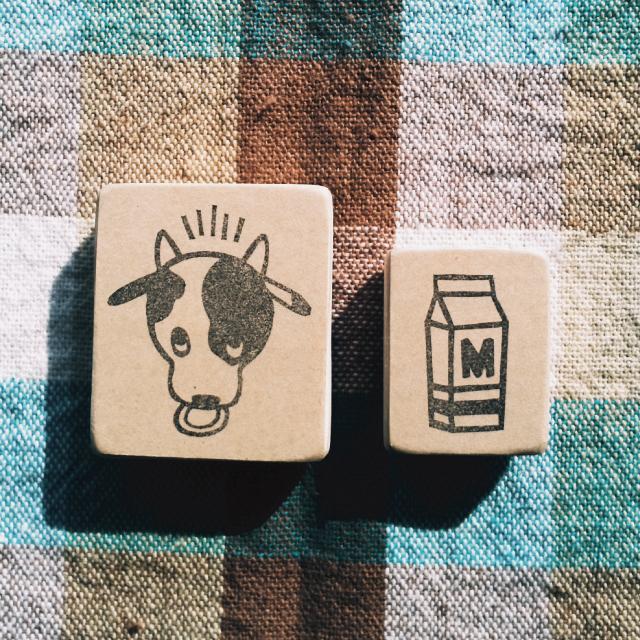 ゴム版はんこ《ウシさんとミルクのセット》