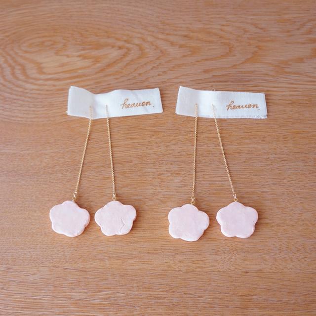 桃色のお花の揺れるピアス(マットタイプ) ★イヤリングへの変更ができます。