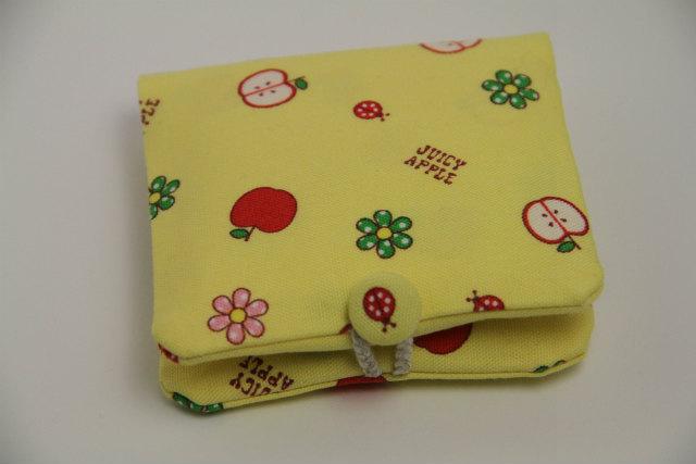 黄色にりんご柄 かわいいサニタリーポーチ