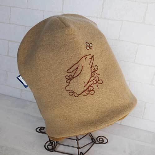ウールアンゴラ入りニット生地ニット帽(うさぎの刺繍入り)