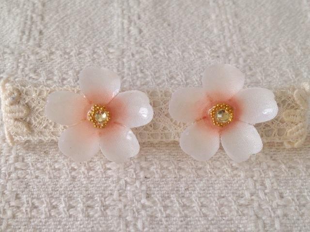染め花を樹脂加工した桜イヤリング(L・ホワイト&ピンク)