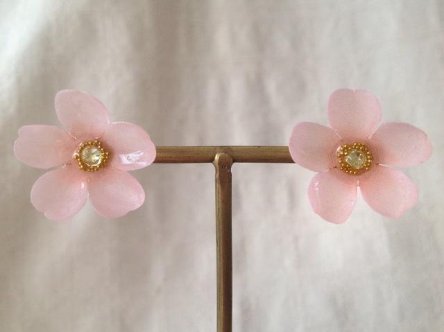 染め花を樹脂加工した桜ピアス(L・ピンク)