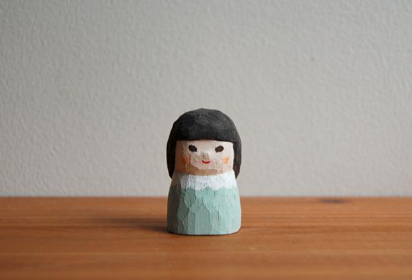 木彫り人形 ペパーミントのワンピースの女の子 [MWF-018]