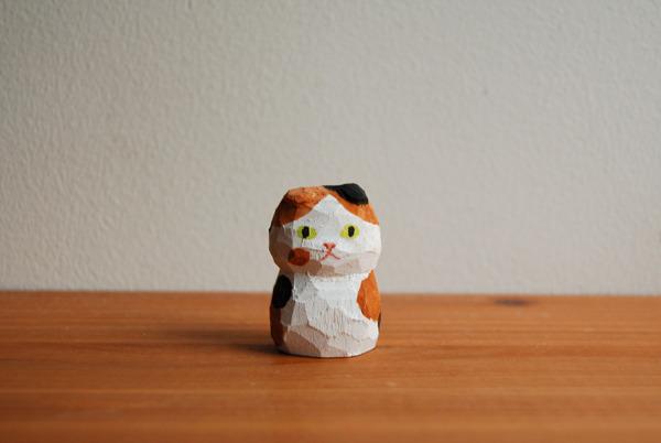 木彫り人形 ネコ スコティッシュの三毛 [MWF-022]