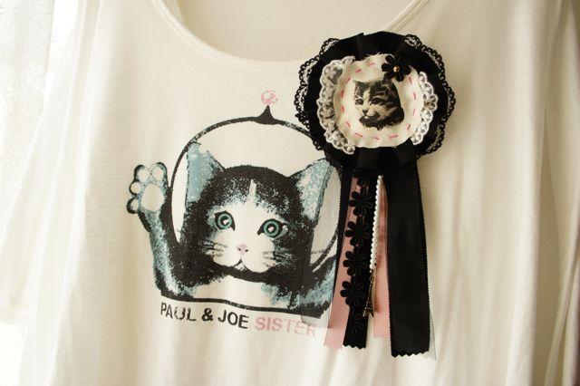 大人ガーリーな猫のロゼットブローチ ブラックウィドウ
