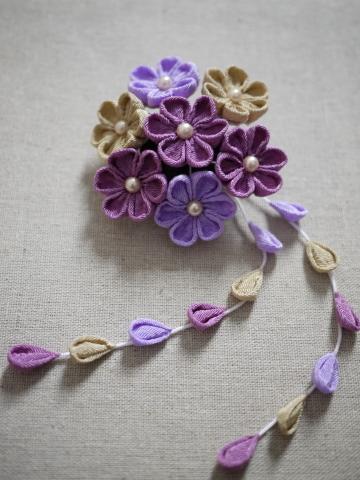 つまみ細工 紫色のヘアピンブローチ