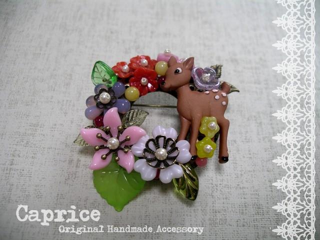 小鹿とお花のブローチ マルチカラー