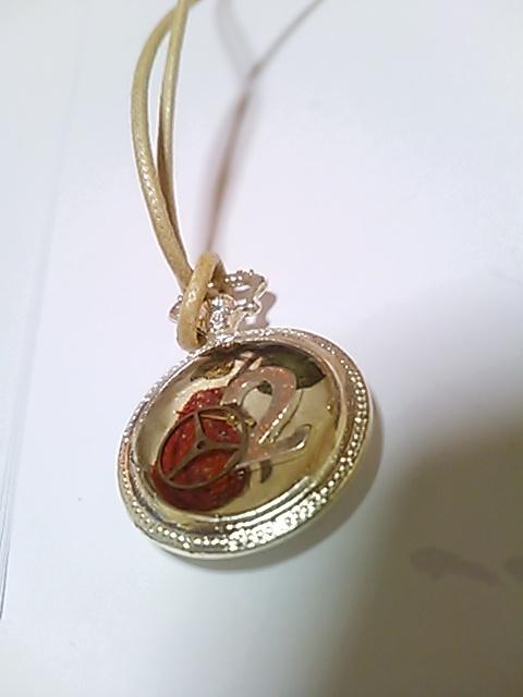 レジン懐中時計 ミニネックレス(数字の2と赤い果物)