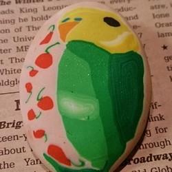 ☆春のインコ祭り☆ ナミセキセイのブローチ  タマゴ型