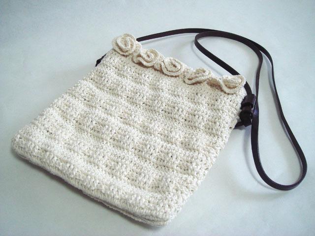 コットンのかぎ針編みショルダーバッグ