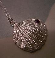 貝のネックレス(ルバー:合成石)