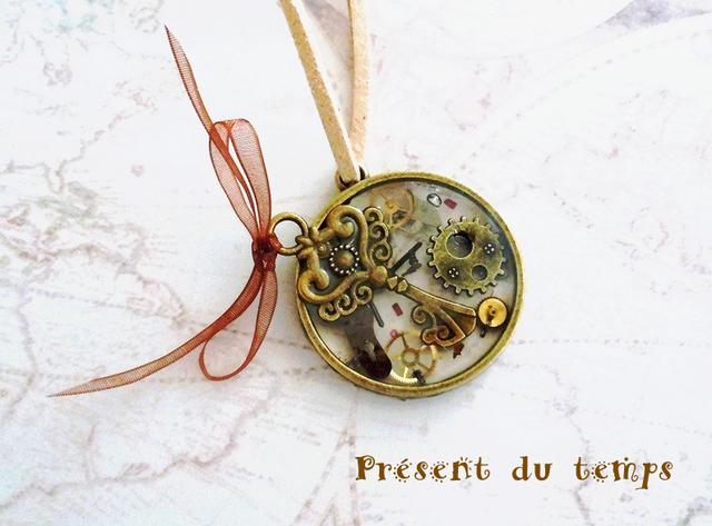 スケルトンペンダント「時間の贈り物」